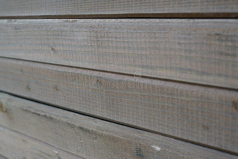 Стена выровнянная с доской стоковые фотографии rf