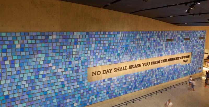 Стена в национальном музее 11-ое сентября мемориальном, NYC стоковое изображение