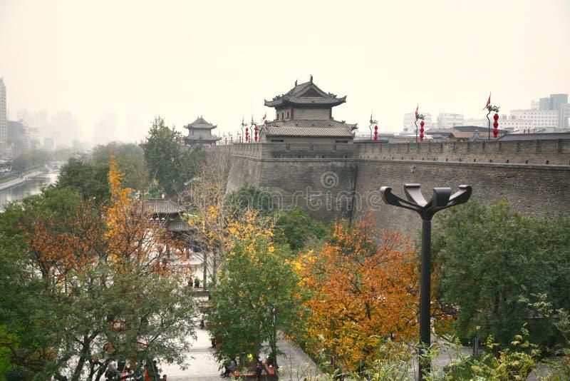 Стена города Xian, самые большие старые воинские защитительные системы в мире расположенные на Xian, Китае стоковая фотография rf