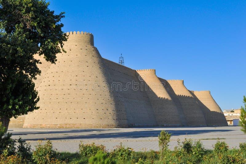 """Стена и башни старой цитадели в Бухаре """"цитадель ковчега """" стоковая фотография rf"""