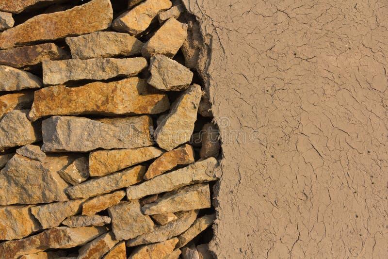 Стена камней и суглинка стоковое изображение