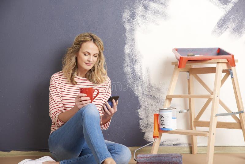 Стена картины женщины стоковое фото rf