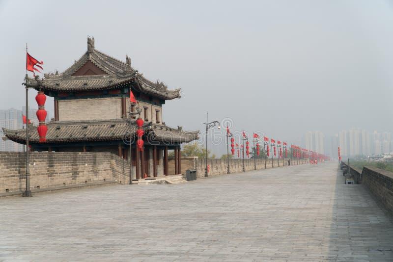 Стена Китай города Xian в тумане стоковое изображение rf