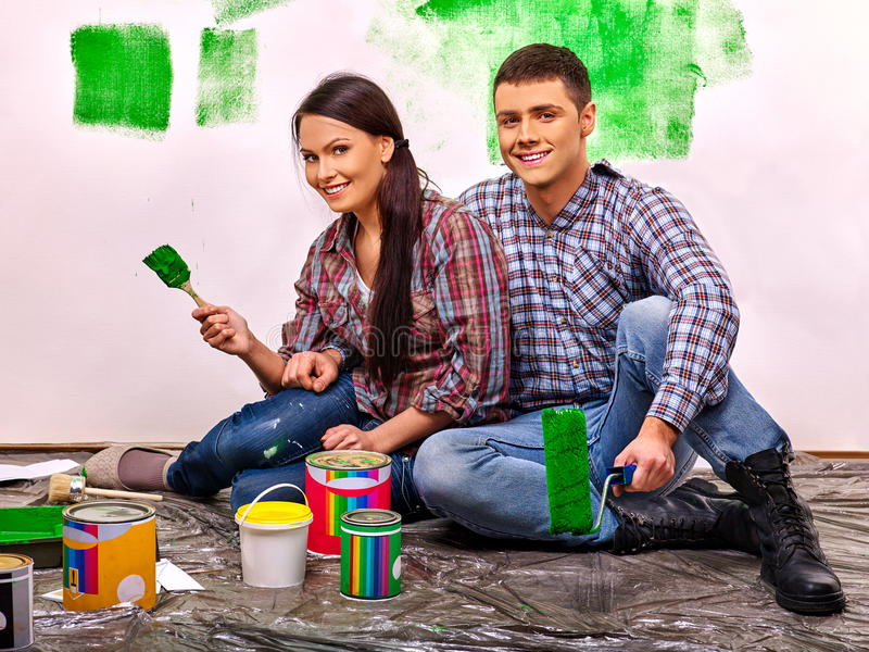 Стена краски семьи дома стоковая фотография rf