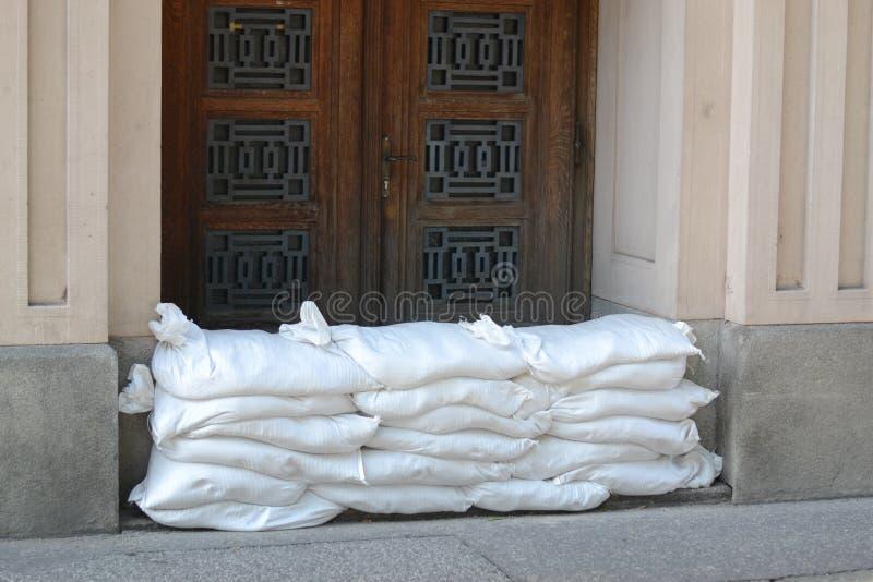 Стена мешков с песком предохранения от потоков стоковые фото