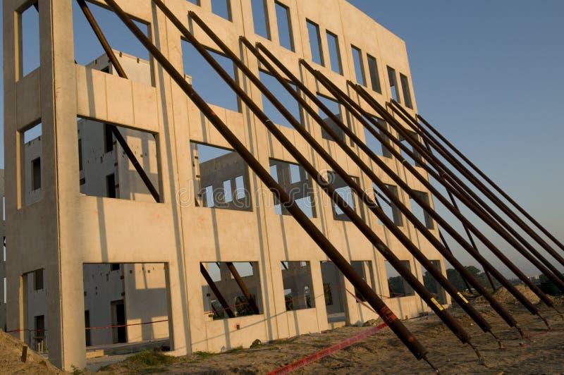 стена наклона конструкции стоковое изображение rf