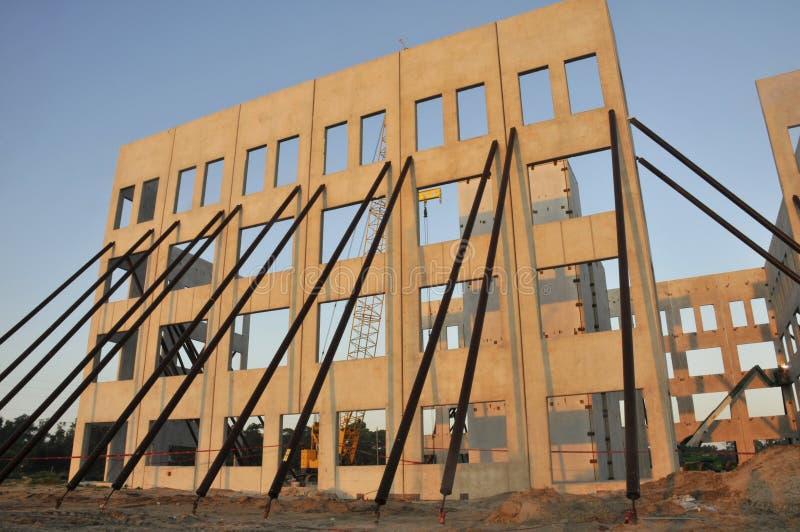 стена наклона конструкции стоковое изображение