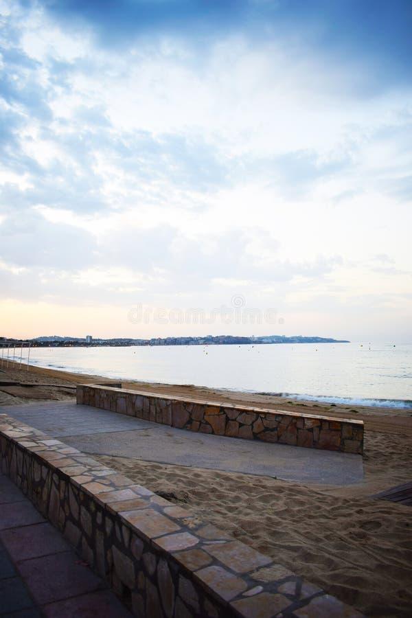 Стена на пляже стоковое фото rf