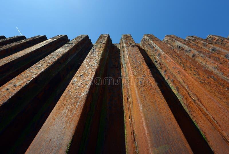 Стена обороны моря стоковое изображение rf