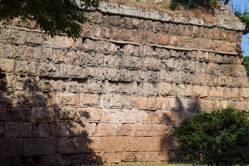 Стена около ворот Hadrian, текстуры каменных стен старого камня стоковая фотография rf