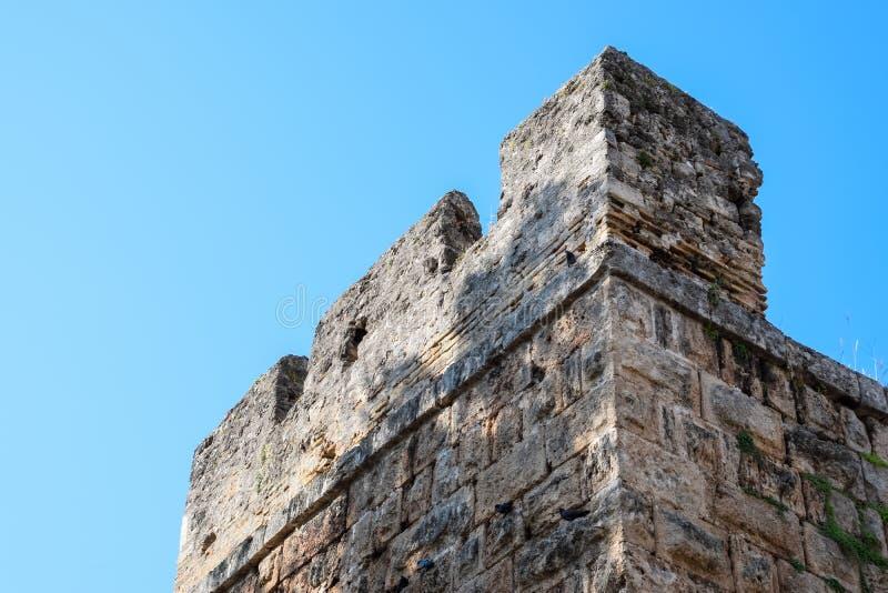 Стена около ворот Hadrian, текстуры каменных стен старого камня стоковое фото