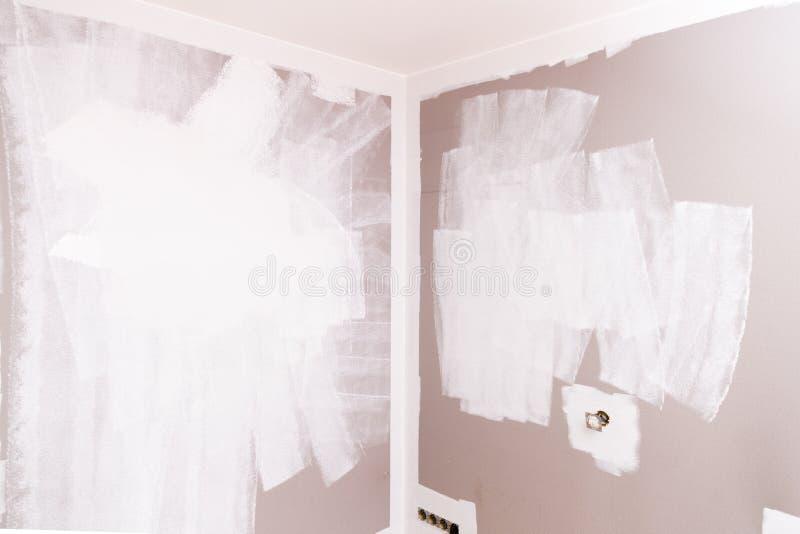 Стена подготовленная для красить образцы ролика краски стоковые изображения
