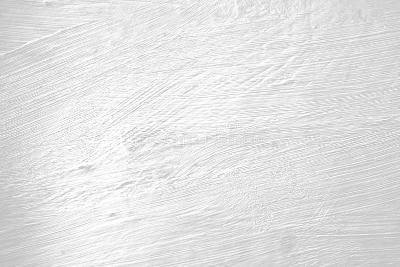 Стена покрашенная белизной с метками щетки стоковые фотографии rf
