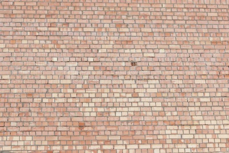 стена сбора винограда красного цвета кирпича Старая сломленная промышленная текстура Справочная информация Экстерьер улицы Grunge стоковое изображение