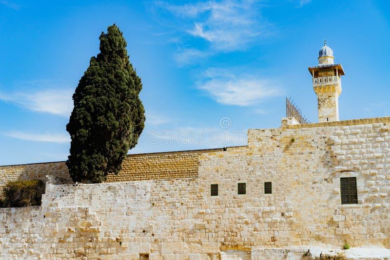 Стена с башней предохранителя в Израиле стоковая фотография