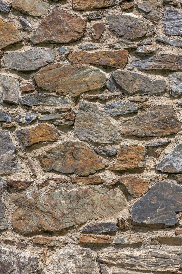 Стена с текстурированными каменными блоками стоковое фото