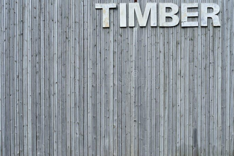 Стена тимберса с знаком стоковые фотографии rf