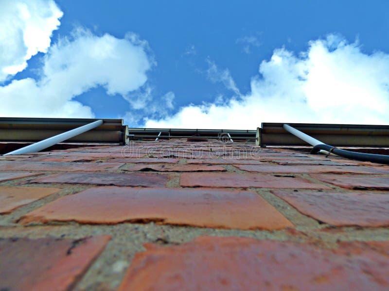 Стена увиденная снизу стоковое изображение rf