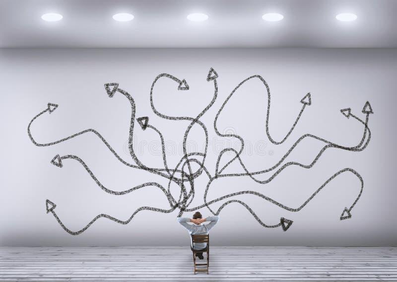 Стена хаотических стрелок белая стоковая фотография rf