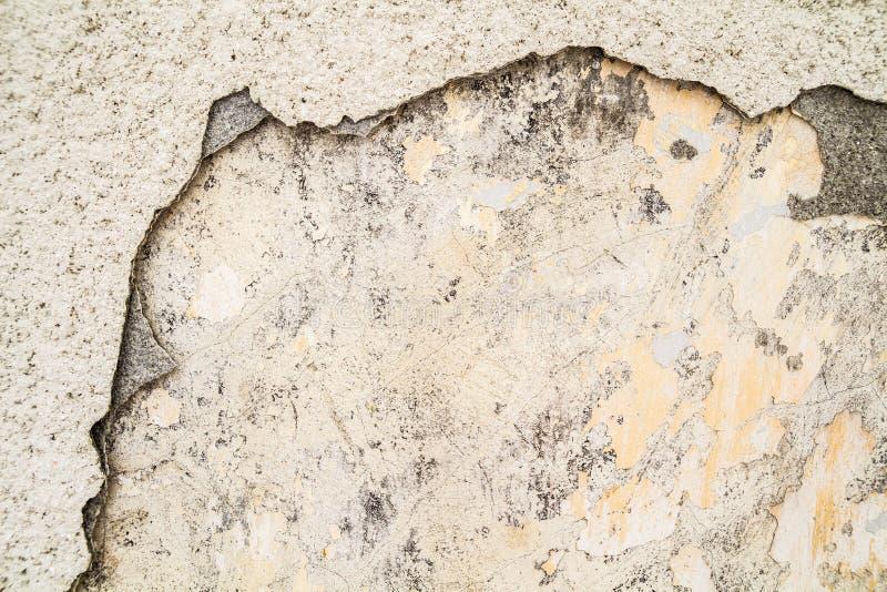 Стена цемента Grunge конкретная с отказом в промышленном здании, большом для вашей предпосылки дизайна и текстуры стоковые фотографии rf