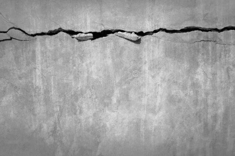 Стена цемента Grunge конкретная с отказом в промышленном здании, большом для вашего дизайна стоковое изображение rf