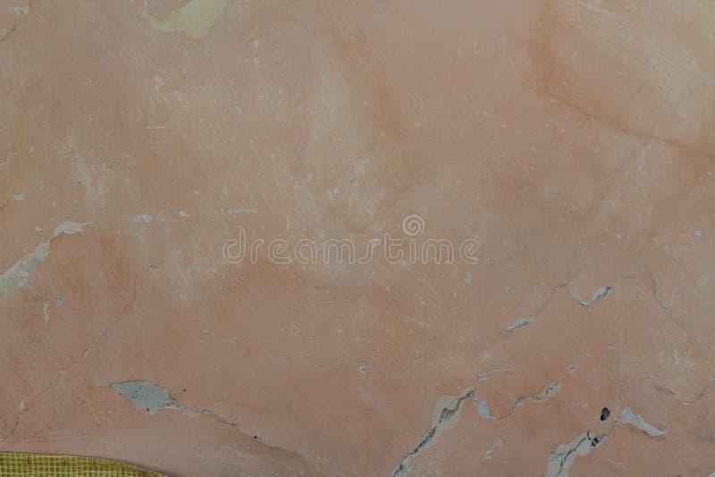 Стена цемента Grunge конкретная с отказом в промышленном здании, большой предпосылке текстуры стоковые изображения