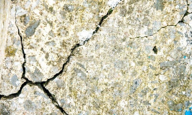 Стена цемента Grunge конкретная с отказом в промышленном здании, большом для вашей предпосылки дизайна и текстуры стоковое фото