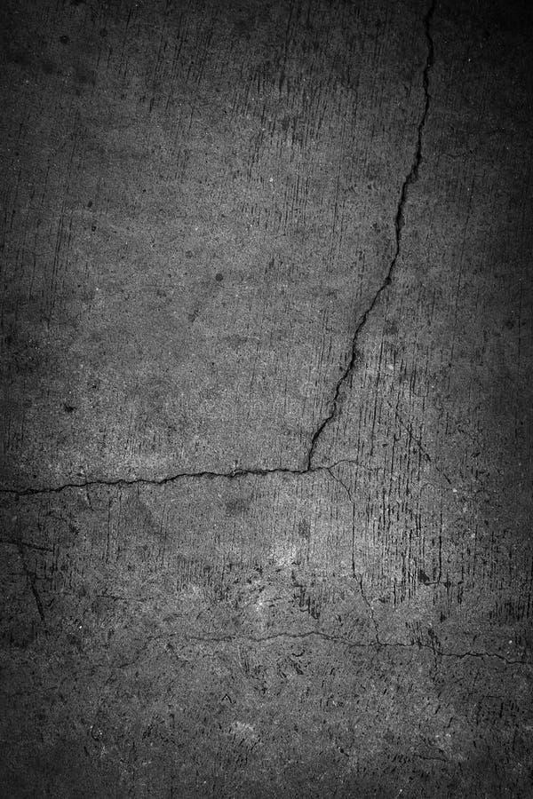 Стена цемента Grunge конкретная с отказом в промышленном здании, g стоковое изображение