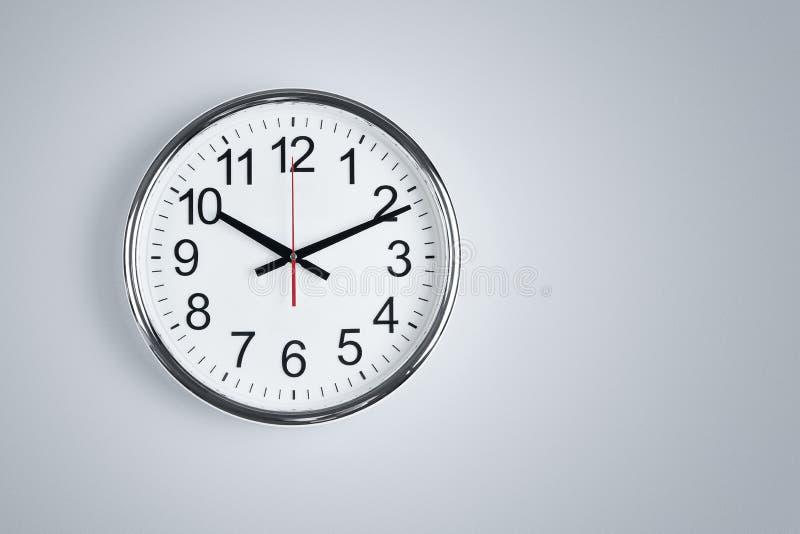стена часов вися стоковое изображение