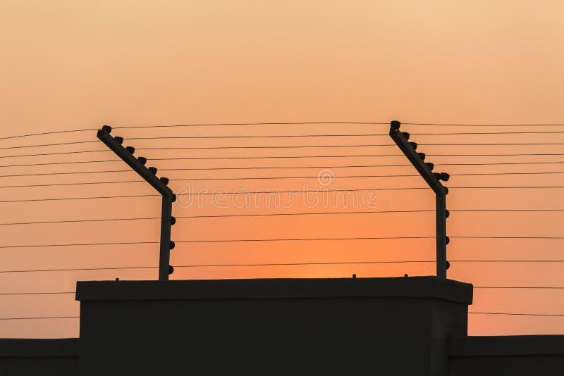 Стена Electrified безопасностью стоковая фотография