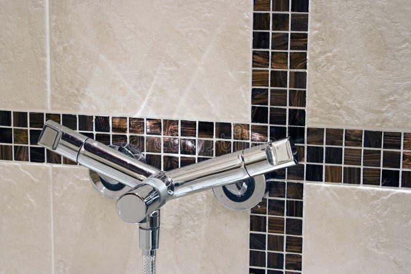 стена faucet самомоднейшая ая черепицей стоковое изображение rf