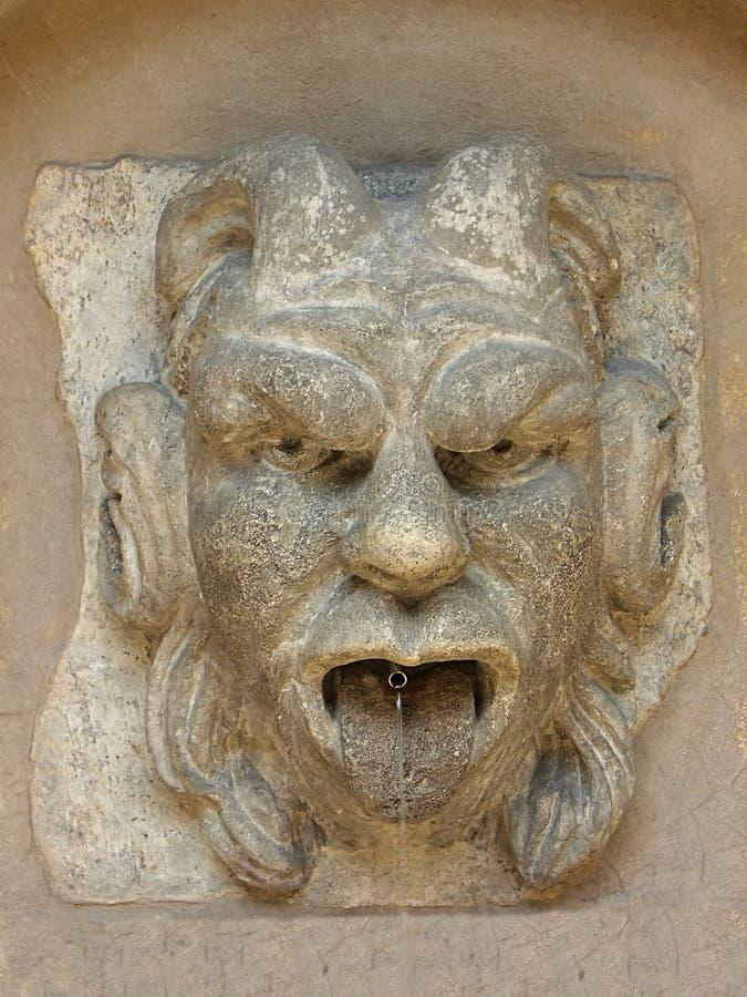стена gargoil фонтана стоковые фотографии rf