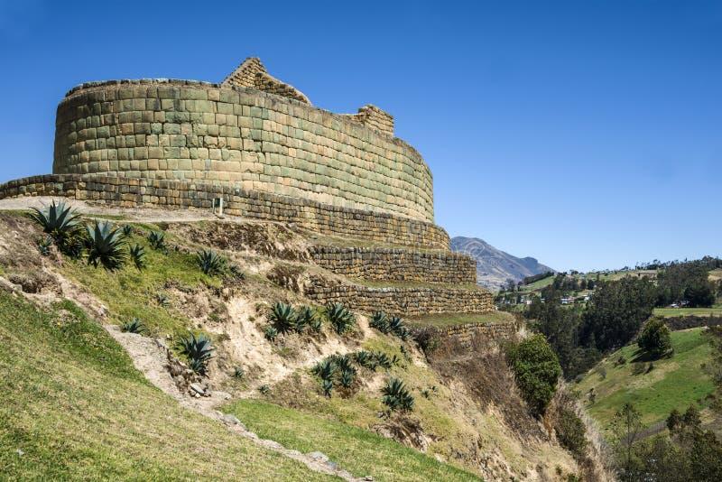 Стена Ingapirca, Inca и городок в эквадоре стоковые фотографии rf