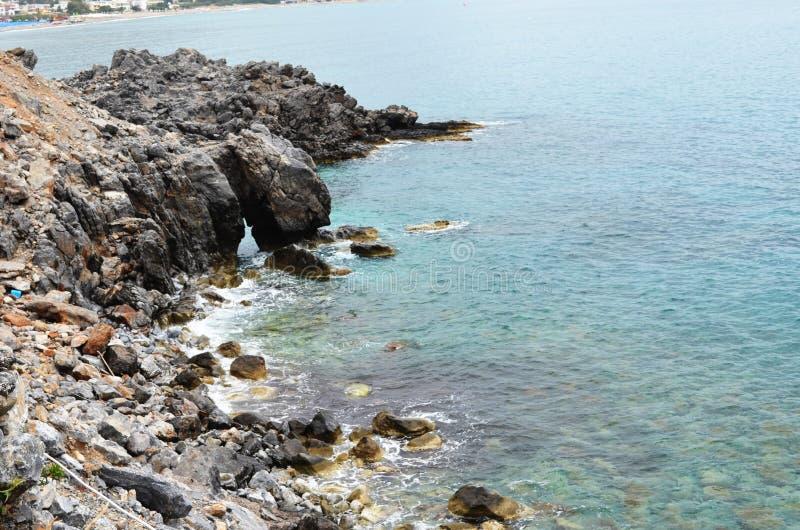 стена rhodes стародедовского ландшафта Греции дня города солнечная Красивые виды Море и гора стоковые изображения