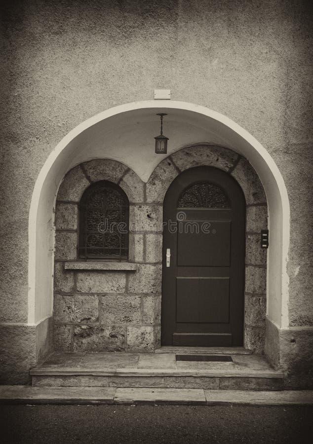 стена sepia двери свода стоковые фото