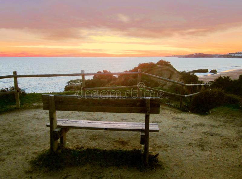 Стенд для того чтобы наблюдать заход солнца Albufeira стоковые изображения