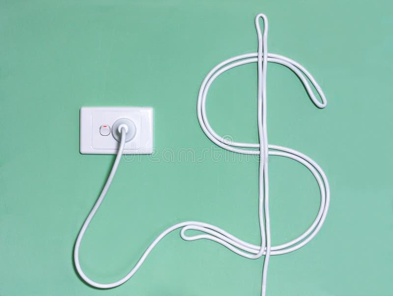 Стенная розетка и шнур питания электричества в знаке доллара стоковые изображения rf