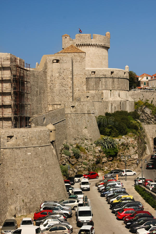 Стены башни и города Minceta dubrovnik Хорватия стоковое фото rf