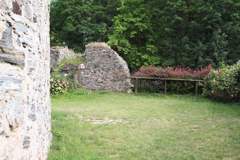 Стены вокруг подземелья на замке чехе Sternberk стоковые изображения