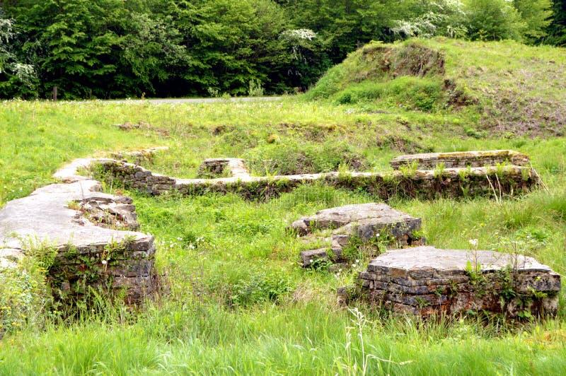 Стены в руинах бывшей плавильни стоковое фото