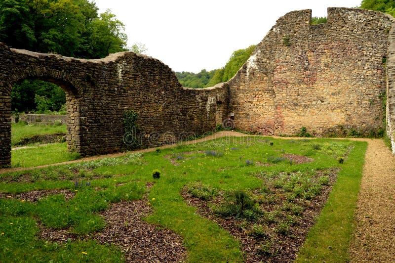 Стены в руинах бывшей плавильни стоковое изображение