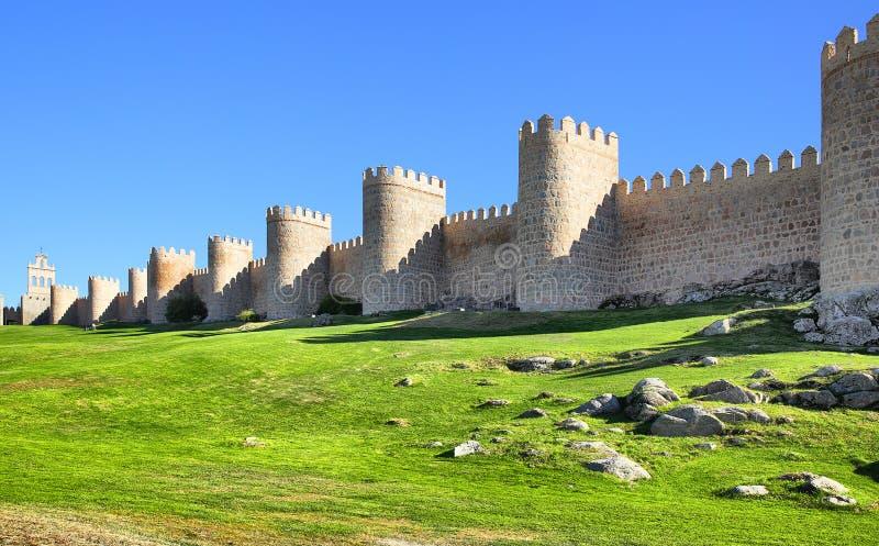 Стены города Авила стоковое изображение rf
