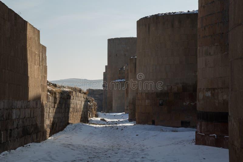 Стены города старого ани, Турции стоковые изображения