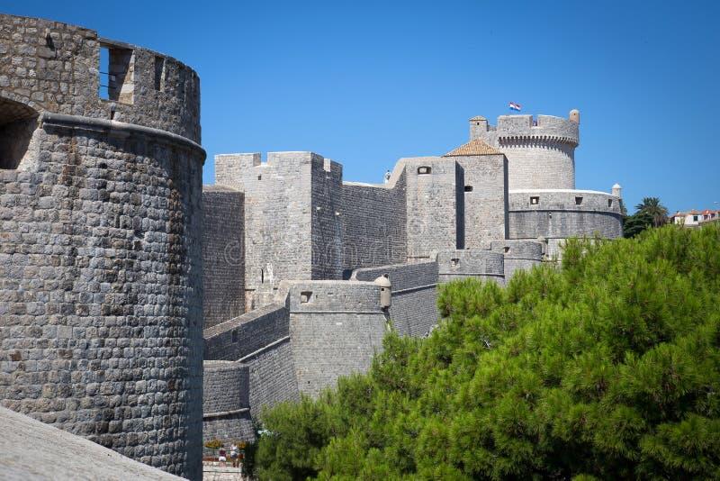 стены городка старого лета dubrovnik дня солнечные стоковое изображение rf