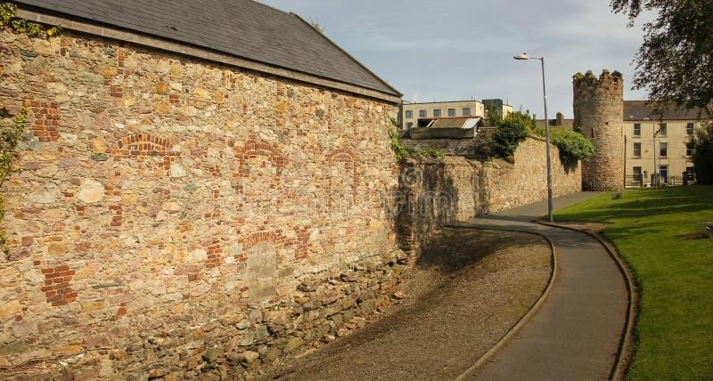 Стены и башня города Городок Wexford Co Wexford Ирландия стоковое фото