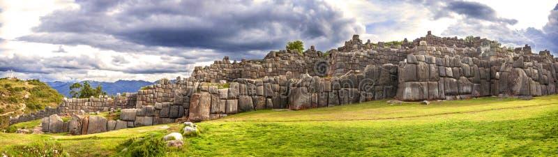 Стены крепости Sacsayhuaman, в Cusco, Перу стоковое изображение