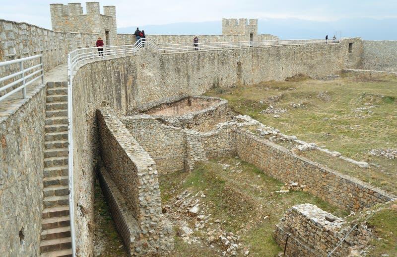 Стены окружая крепость короля Samuil в Ohrid стоковая фотография