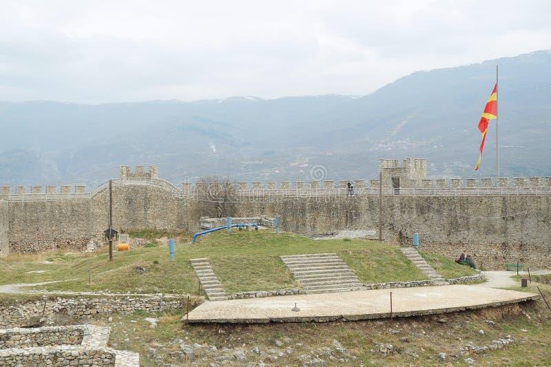 Стены окружая крепость короля Samuil в Ohrid стоковые изображения rf