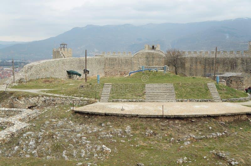 Стены окружая крепость короля Samuil в Ohrid стоковое изображение