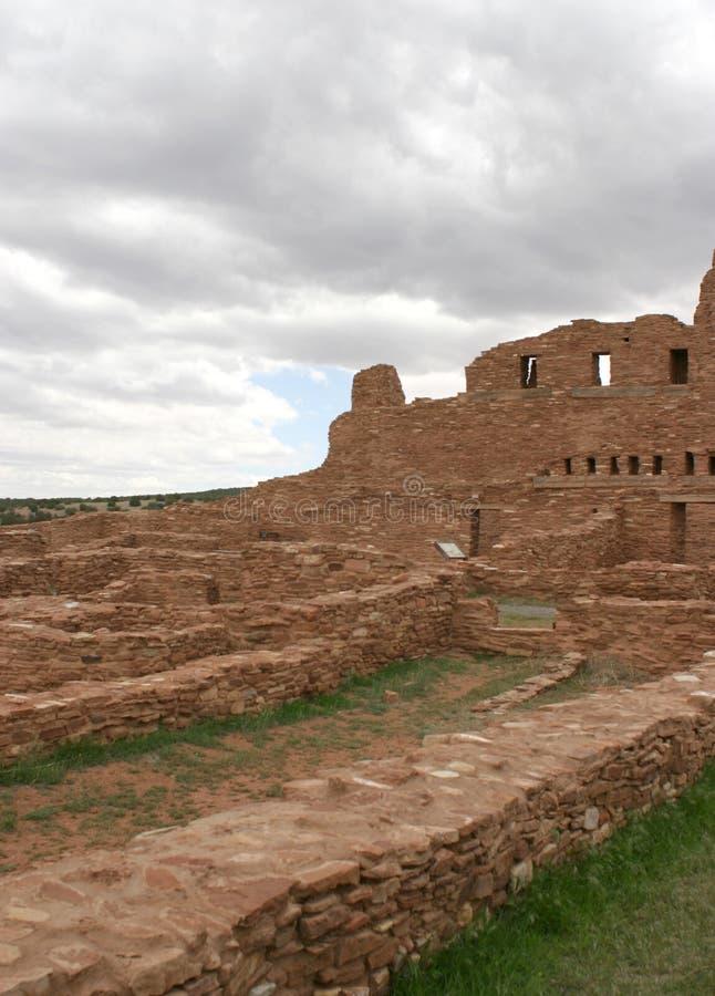 Стены окружая Пуэбло Abo, Неш-Мексико стоковые изображения rf